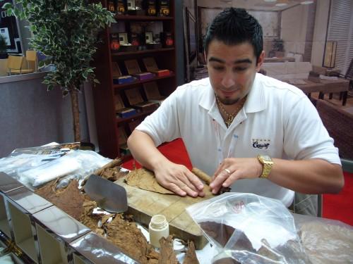 Graycliff cigar maker at ACI-NA